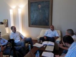 "Bulgaria: Bulgaria: PM Boyko Invites Creators of ""Boykometer"" for a Chat"