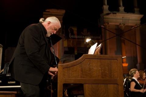 Bulgaria: Deep Purple's Jon Lord Dies at 71
