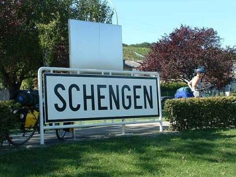 Germany's Top Diplomat: Bulgaria, Romania Not Ready for Schengen: Germany Scraps Bulgaria's 2012 Schengen Joining