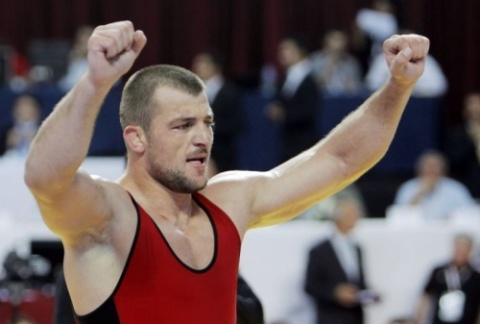 Bulgaria: Bulgaria's Wrestling Champ Elis Guri Advances, but Not Easily