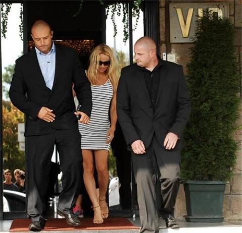 Bulgaria: Pamela Anderson Enters Bulgarian Celebrity Big Brother, 'Loses Bags'