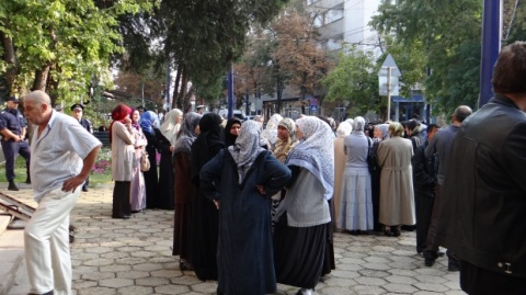 Several hundred Bulgarian Muslims have gathered in the Southern town of Pazardzhik to protest over a trial against 13 people accused of preaching radical Islam.