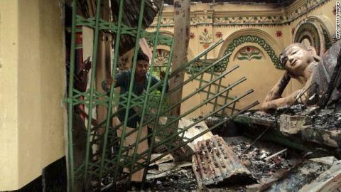 Bulgaria: Muslims Torch Buddhist Shrines in Bangladesh