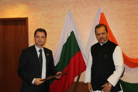 Bulgaria: Indian Companies to Make Hydraulic Cylinders, Tractors in Bulgaria