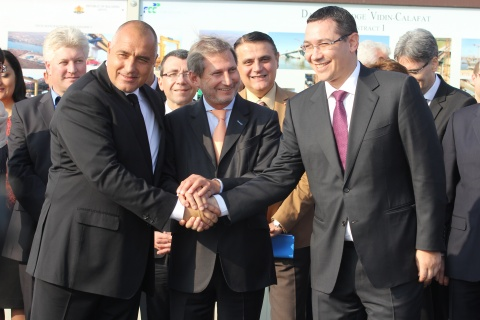 Bulgaria: Bulgarian, Romanian PMs Meet Halfway on Freshly Built Bridge