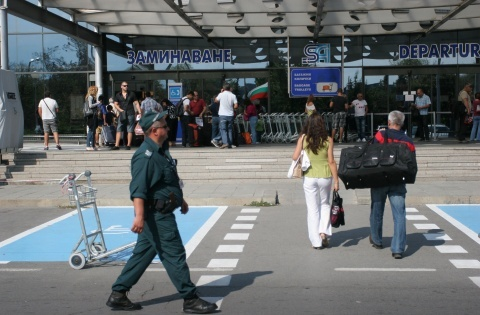 Bulgaria: Bulgarians' Overseas Trips Decrease on Monthly, Annual Basis