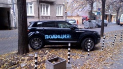 Bulgaria: Prankster in Sofia Sprays 'Police' onto Posh SUVs