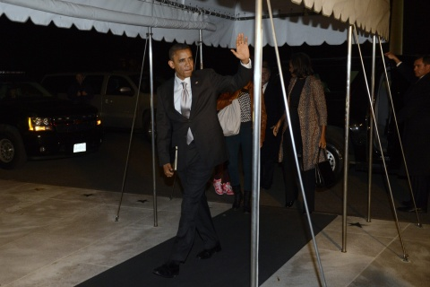 Reelected Obama Returns to DC to Tackle Fiscal Cliff: Reelected Obama Returns to DC to Tackle Fiscal Cliff