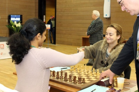 Bulgaria: Bulgaria's Stefanova Storms into World Chess Championship Final