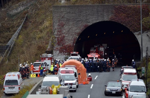 longest tunnel in japan collapses people trapped
