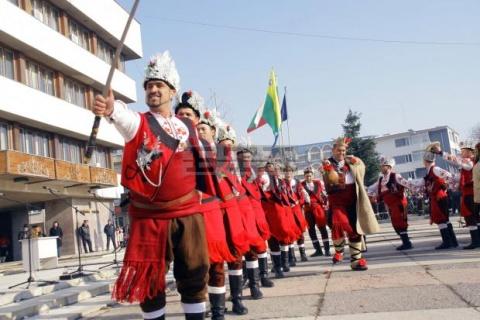 Bulgaria: Thousands Flock for Christmas Carol Festival in Bulgaria