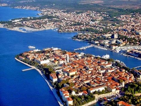 Bulgaria: Bulgarian Chess Player Strip Searched in Croatia
