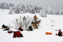 Bulgaria: Bulgarian Mountain Rescue Save Skiers from Avalanche