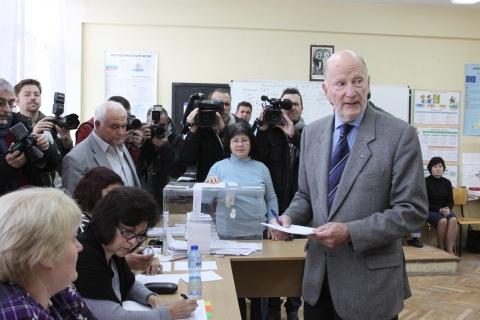 Bulgaria: Bulgaria's Ex Tsar Rises in Defense of Nuclear Referendum