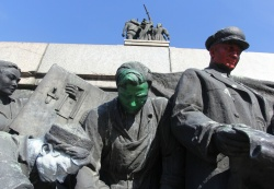 Bulgaria: Soviet Army Monument in Bulgaria's Sofia 'Decorated' Again