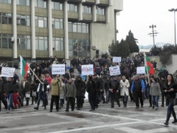 Bulgaria: Protesters Hurl Snowballs at Bulgarian EconMin over Electricity, Heating Bills