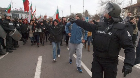 Bulgaria: Bulgarian Police Beat Protesters before CEZ Building in Downtown Sofia