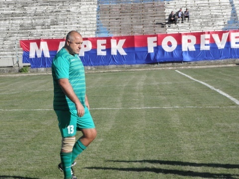 Bulgaria: Bulgarian PM Unperturbed by Mass Protests, Enjoys Game of Football