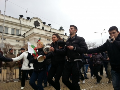 Bulgaria: IT: Resignation of Government Fails to Quell Angry Protests