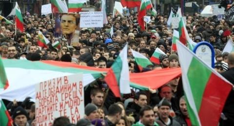 Bulgaria: Protesting Bulgarians Blockade Downtown Sofia