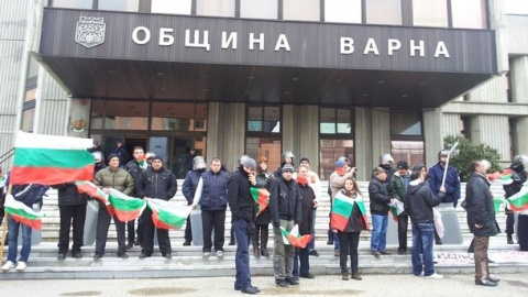 Varna City Hall Blockaded by Disgruntled Bulgarians: Varna City Hall Blockaded by Disgruntled Bulgarians