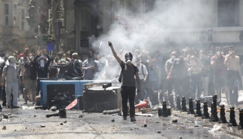 Worst Violence in 3 Days Reported in Istanbul's Besiktas: Worst Violence in 3 Days Reported in Istanbul's Besiktas