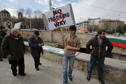 Bulgaria: Bulgarians, Romanians to Stage Anti-Shale Gas Protests