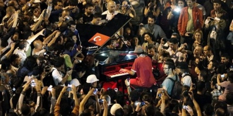 Turkish Protesters Snub Erdogan's Rallies Crush Ultimatum: Turkish Protesters Defy Erdogan's Rallies Crush Ultimatum