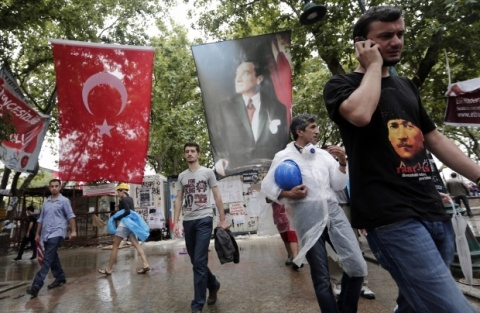 Bulgaria: Police Clash with Protesters in Istanbul as Gezi Park Cleared