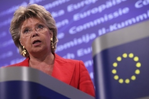 Bulgaria: EC's Reding Gives Shoulder to Bulgarian Protesters