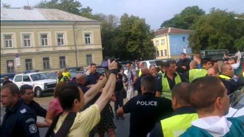 Bulgaria: First Clashes Erupt in Sofia between Pro-Govt, Anti-Govt Rallies