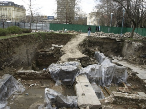 Bulgaria: Archaeologists Discover Plaque Depicting Fortuna in Plovdiv
