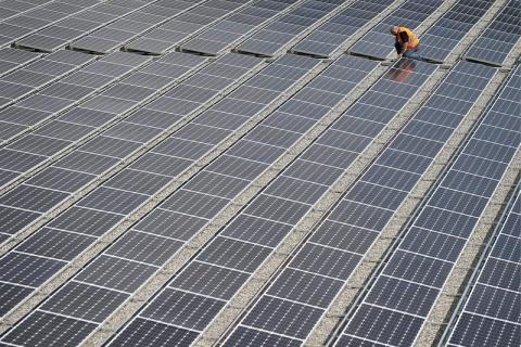 Bulgaria: Bulgarian Energy Holding Seeks 30% Tax on Revenues of Photovoltaic Power Plants