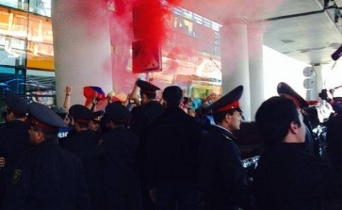 Bulgaria: Smoky Welcome for Bulgaria's National Team in Yerevan