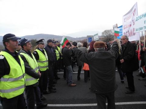 Bulgaria: Residents of Bulgaria's Bansko Stage Blockade Of International Road