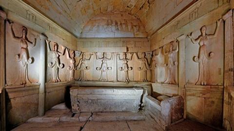 Bulgaria: Bulgarian Archaeologists Unveil Tomb of Thracian Priestess