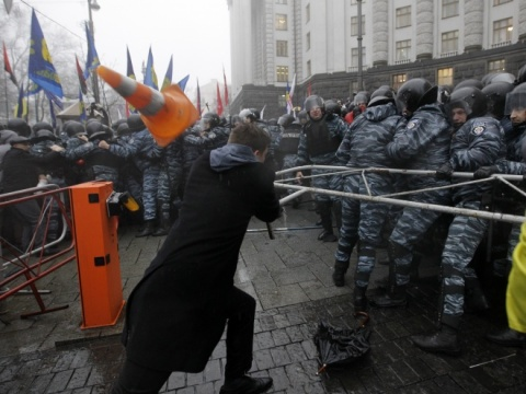 Central Kiev Cathedral Barricaded by Pro-EU Protesters: Central Kiev Cathedral Barricaded by Pro-EU Protesters