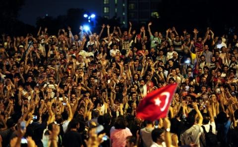 Turkish Lira Slumps to Record Low amidst Corruption Scandal: Turkish Lira Plummets amidst Corruption Scandal