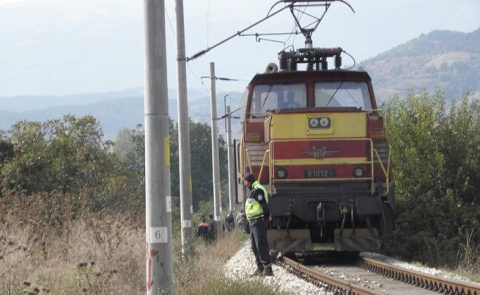 Bulgaria: Woman, Baby Die in Level Crossing Crash near Bulgaria's Karlovo