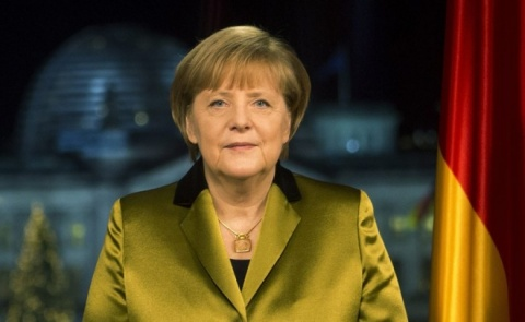 Bulgaria: Merkel Fractures Pelvis in Skiing Accident