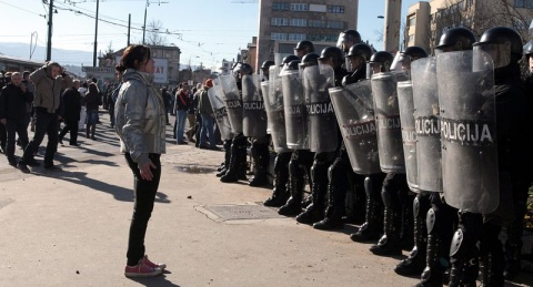 Bulgaria: Police Use Rubber Bullets to Disperse Anti-Govt Protesters in Bosnia