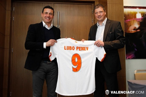 Bulgaria: Bulgaria's Penev Honored by ex-Club Valencia