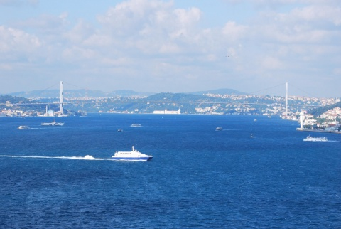 Bulgaria: Turkey Threatens to Close Bosphorus for Russian Ships