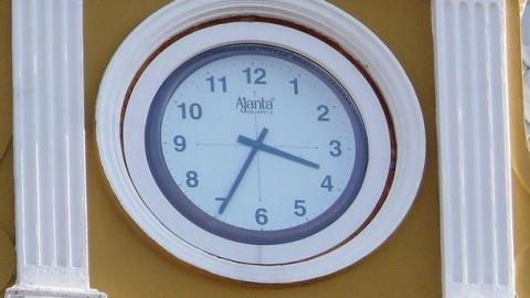 Bulgaria: Bulgarians Move Clocks 1 Hour Forward for Daylight Savings Time