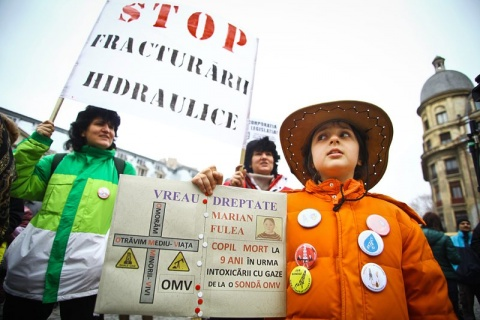 Bulgaria: Thousands of Romanians Protest Against Chevron Fracking Plans