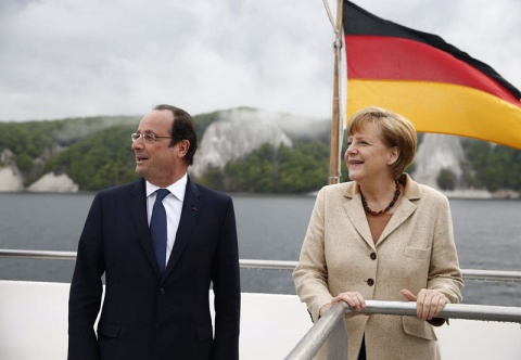 Bulgaria: Merkel, Hollande Threaten Russia with More Sanctions
