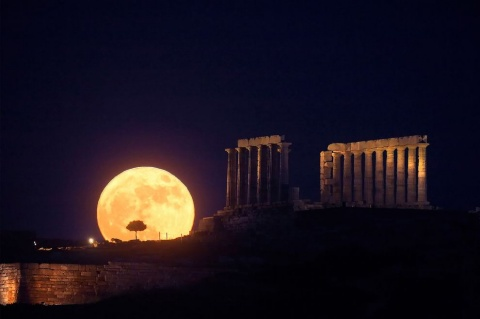 Bulgaria: Full 'Honey Moon' on Friday 13, First in 100 Years