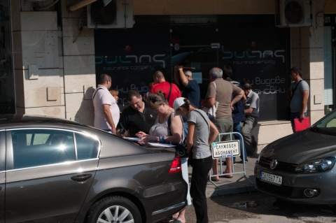 Bulgaria: Hundreds Queue In Front Of Insurance Companies After Raging Hailstorm