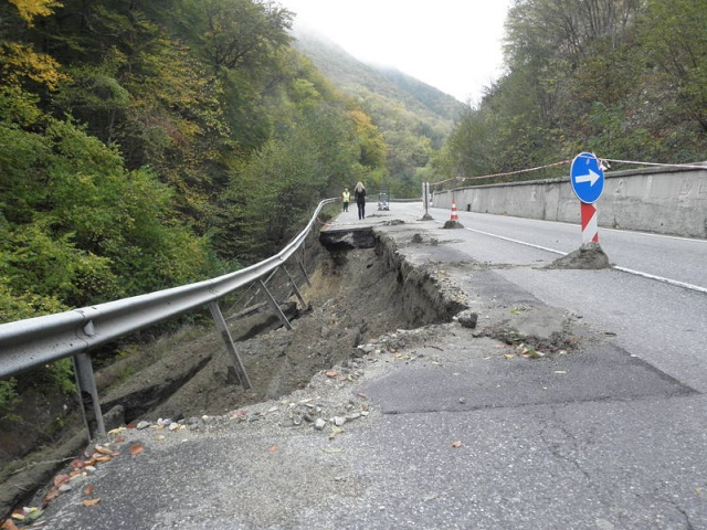 Bulgaria: Damaged Section of Road to Bulgaria's Bansko to Be Repaired by end-November