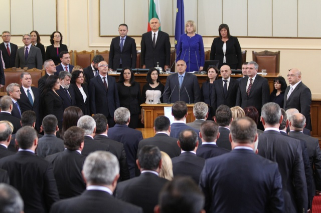 Bulgaria: Bulgarian MPs Approve New Cabinet, Ministers Sworn In
